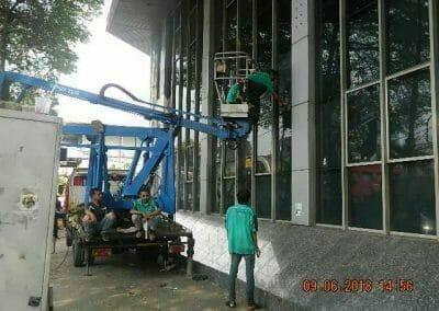 cuci-kaca-cuci-acp-gedung-bank-mandiri-blok-m-27