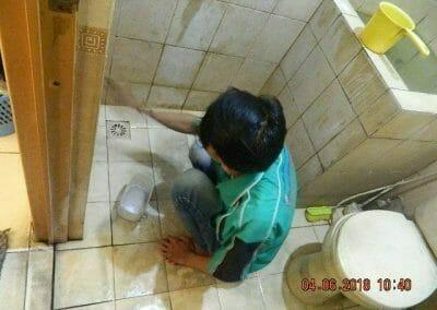 cuci-kamar-mandi-bapak-ade-08