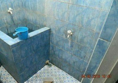 cuci-kamar-mandi-bapak-ade-09