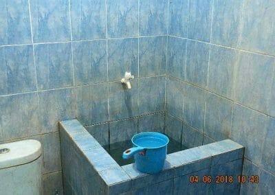 cuci-kamar-mandi-bapak-ade-11