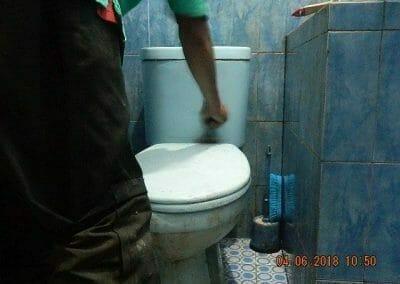 cuci-kamar-mandi-bapak-ade-14