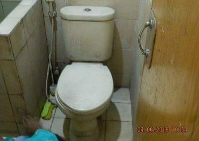 cuci-kamar-mandi-bapak-ade-15