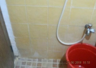 cuci-kamar-mandi-ibu-ria-16