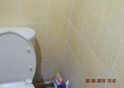 cuci-kamar-mandi-ibu-ria-17