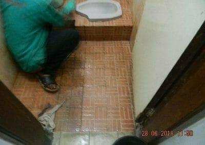 cuci-kamar-mandi-ibu-ria-23
