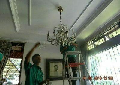 cuci-lampu-kristal-ibu-julianti-16