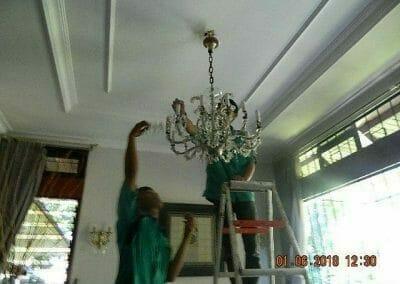 cuci-lampu-kristal-ibu-julianti-17