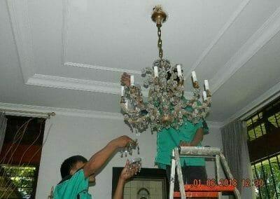 cuci-lampu-kristal-ibu-julianti-18
