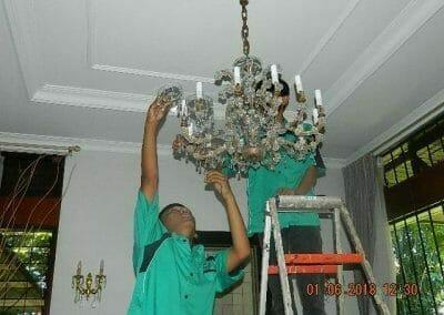 cuci-lampu-kristal-ibu-julianti-19