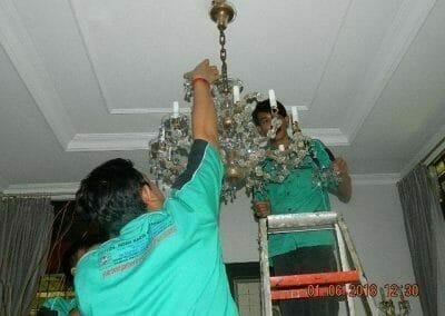 cuci-lampu-kristal-ibu-julianti-21