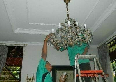 cuci-lampu-kristal-ibu-julianti-22