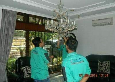 cuci-lampu-kristal-ibu-julianti-26