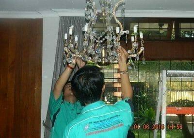 cuci-lampu-kristal-ibu-julianti-30