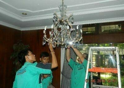 cuci-lampu-kristal-ibu-julianti-32