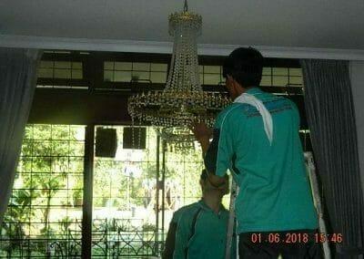 cuci-lampu-kristal-ibu-julianti-34