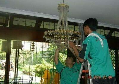 cuci-lampu-kristal-ibu-julianti-35
