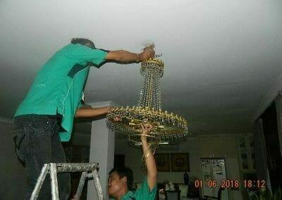 cuci-lampu-kristal-ibu-julianti-40
