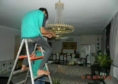 cuci-lampu-kristal-ibu-julianti-41