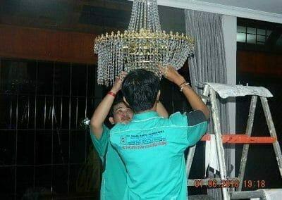 cuci-lampu-kristal-ibu-julianti-42