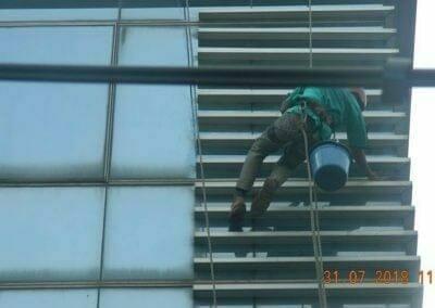 cuci-kaca-gedung-bri-09