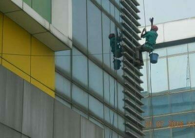 cuci-kaca-gedung-bri-17