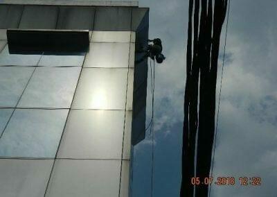 cuci-kaca-gedung-plasa-telkom-02