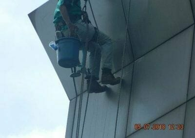 cuci-kaca-gedung-plasa-telkom-05