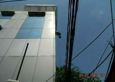 cuci-kaca-gedung-plasa-telkom-09