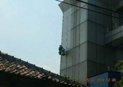 cuci-kaca-gedung-plasa-telkom-11