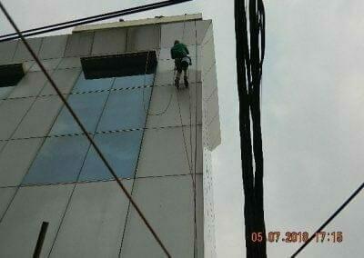 cuci-kaca-gedung-plasa-telkom-62
