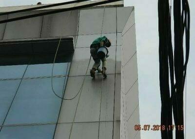 cuci-kaca-gedung-plasa-telkom-63