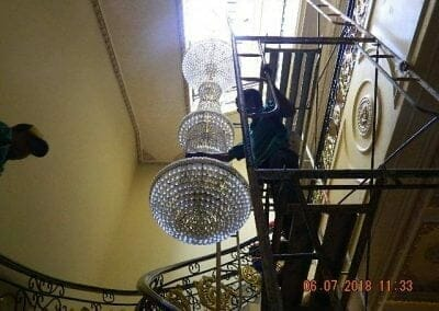 cuci-lampu-kristal-ibu-novita-ikasari-06