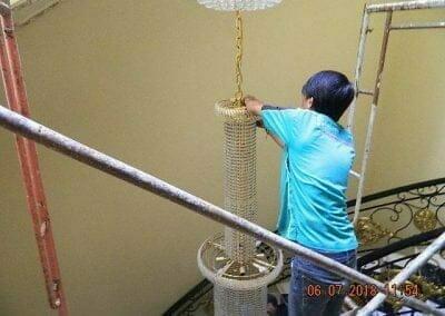 cuci-lampu-kristal-ibu-novita-ikasari-21