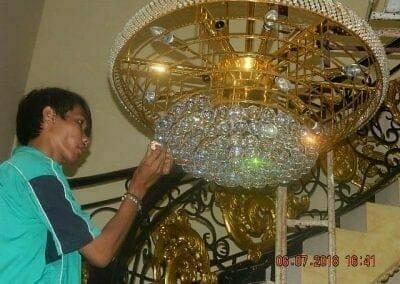 cuci-lampu-kristal-ibu-novita-ikasari-58