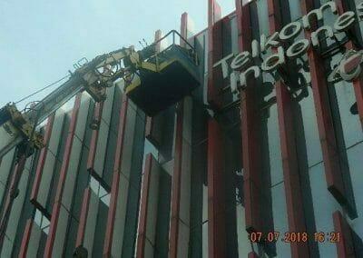 jasa-pembersih-gedung-plasa-telkom-07