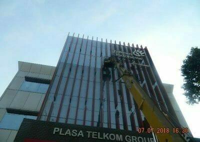 jasa-pembersih-gedung-plasa-telkom-10