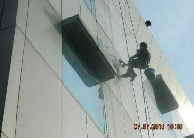 jasa-pembersih-gedung-plasa-telkom-11