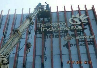 jasa-pembersih-gedung-plasa-telkom-15