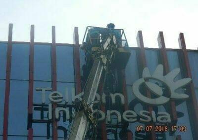 jasa-pembersih-gedung-plasa-telkom-26