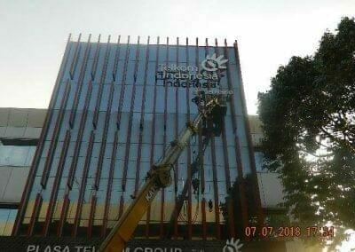 jasa-pembersih-gedung-plasa-telkom-30