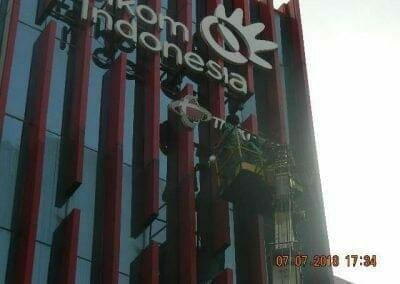 jasa-pembersih-gedung-plasa-telkom-31