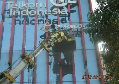 jasa-pembersih-gedung-plasa-telkom-34