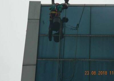 cuci-kaca-gedung-eks-honda-angsana-motor-09
