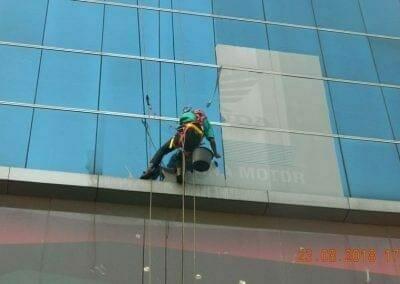 cuci-kaca-gedung-eks-honda-angsana-motor-29
