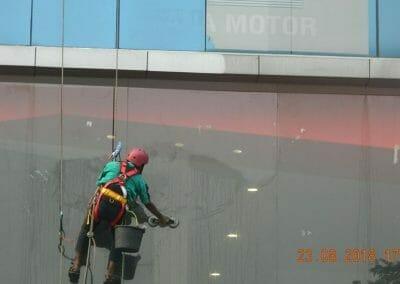 cuci-kaca-gedung-eks-honda-angsana-motor-31