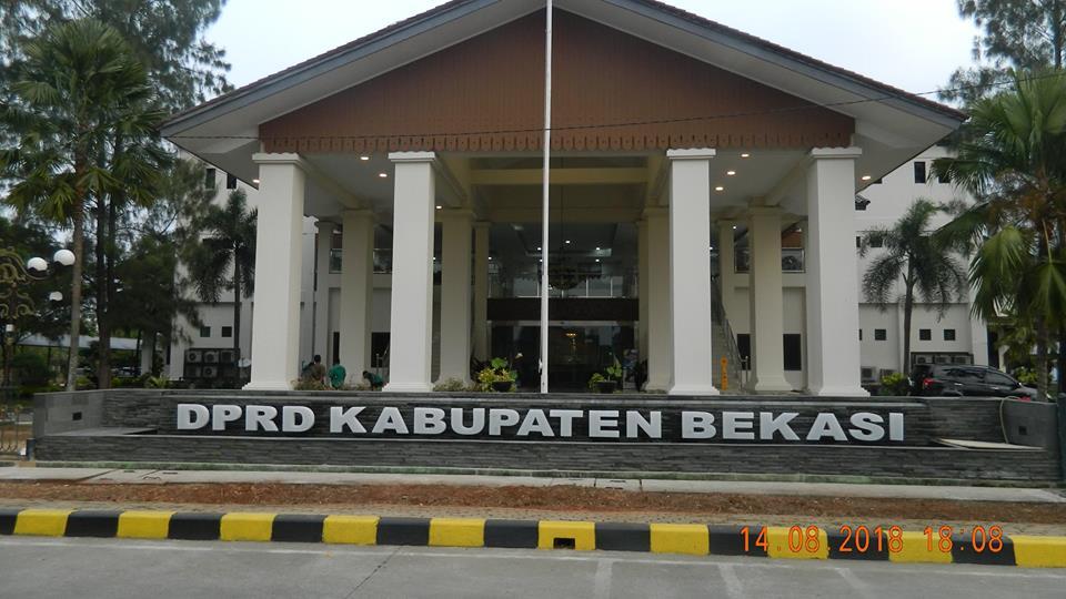 Cuci Lantai Gedung DPRD Kabupaten Bekasi | 021 88354281