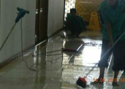 cuci-lantai-gedung-dprd-kabupaten-bekasi-21