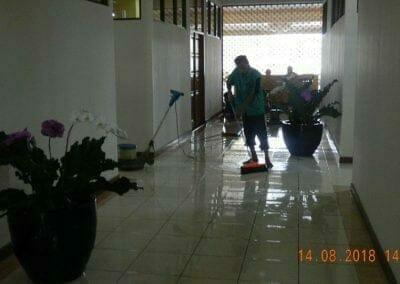 cuci-lantai-gedung-dprd-kabupaten-bekasi-22
