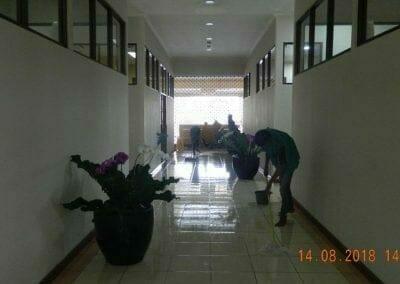 cuci-lantai-gedung-dprd-kabupaten-bekasi-23