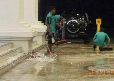 cuci-lantai-gedung-dprd-kabupaten-bekasi-32